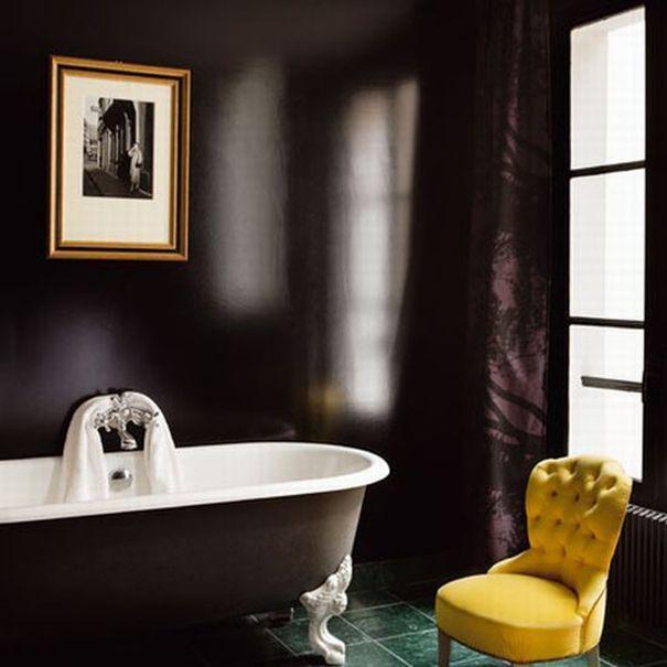 согласованность элементов в интерьере черной ванной
