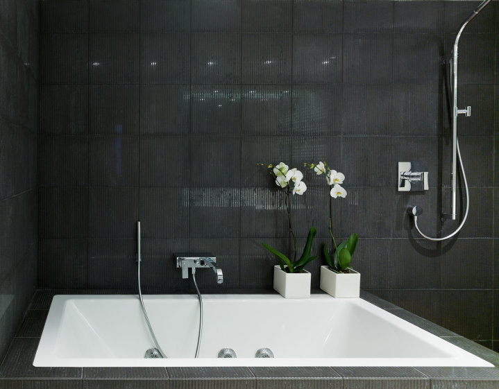 черный дизайн ванной комнаты