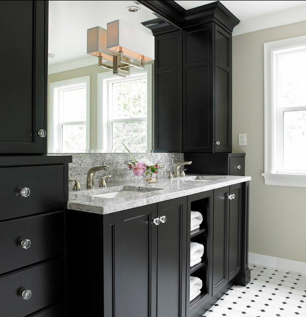 зеркало в ванной черного цвета