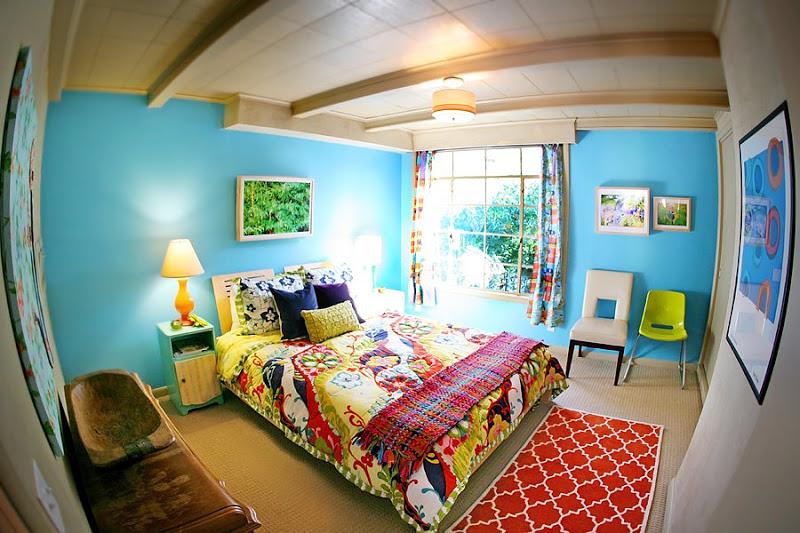 фото красивой яркой спальни