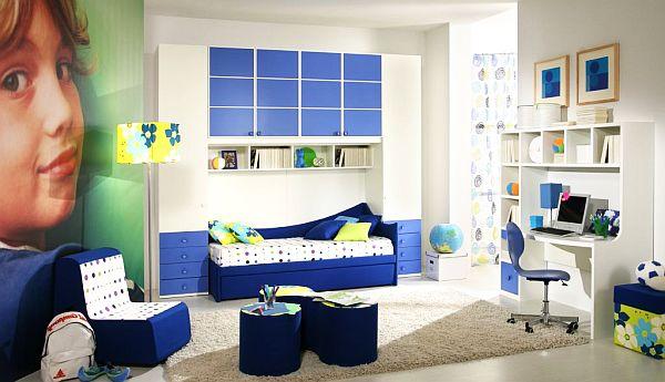 Бело-синяя подростковая спальня