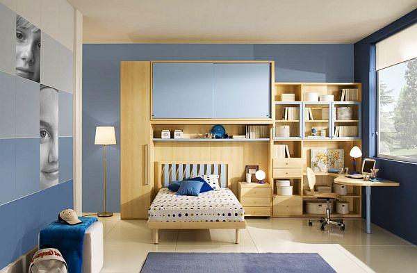 Синее цветовое решение для оформления комнаты мальчика с современной мебелью