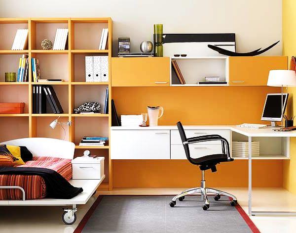 Стильная комната для подростка мальчика с практичными полочками