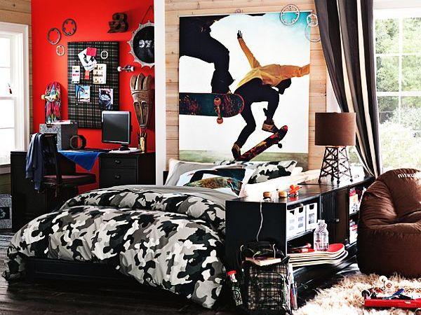 Мальчишеская комната с камуфляжным одеялом