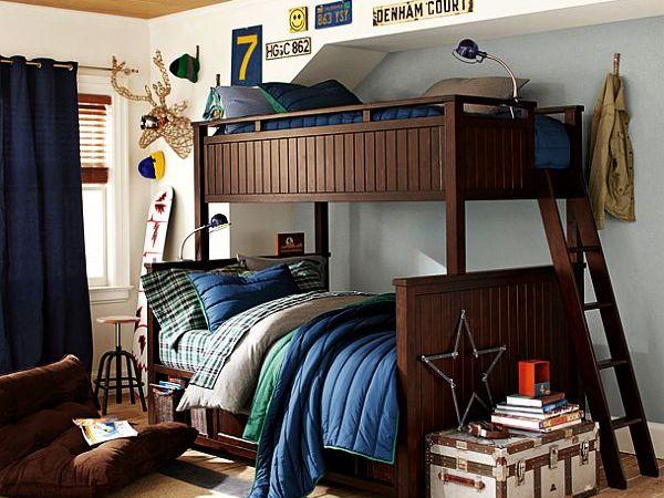 Интерьер с классическими двухъярусными кроватями для мальчиков