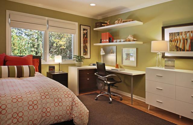 Дизайн комнаты с кроватью у окна