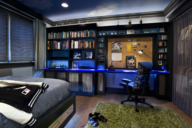 Комната для подростка с раскрашенным под небо потолком