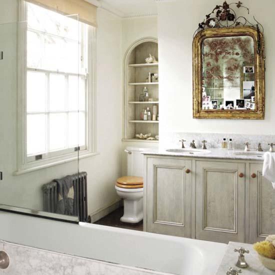 Меблировать ванную комнату стульчик в ванной комнате