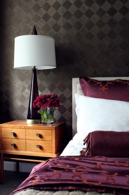 обои с текстурным рисунком в спальной комнате