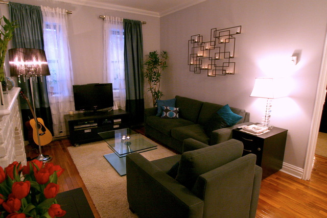 Дизайн гостиной с фальш-камином фото 1