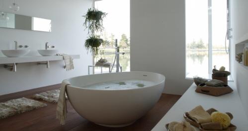 Роскошная белая ванна