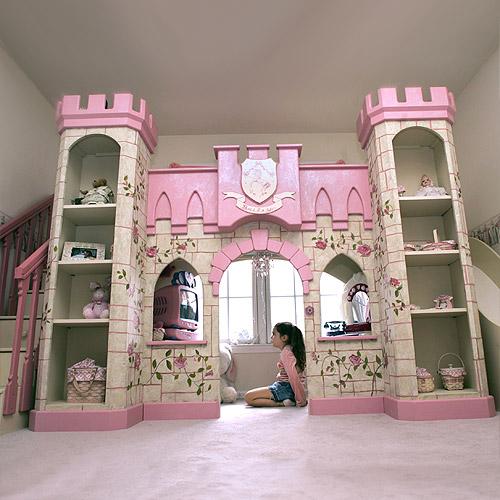 Замок для маленькой принцессы в детской