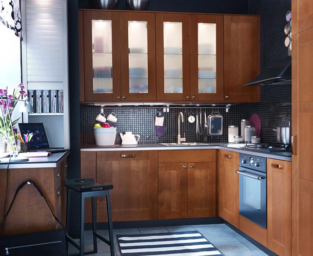 маленькая кухня коричневого цвета