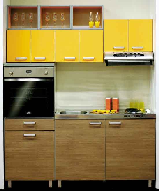 фото кухни маленького размера с желтым фасадом