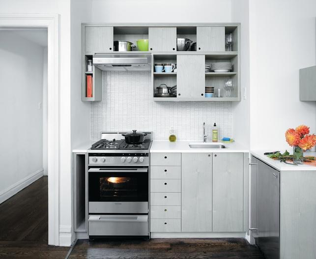 фото маленькой угловой кухни с серым фасадом