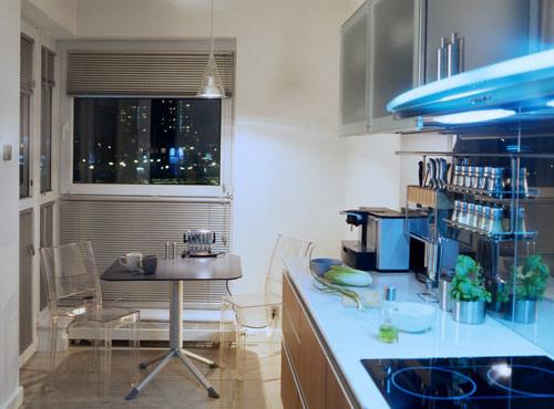 стол в дизайне маленькой кухни