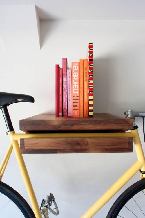 полка для книг в интерьере