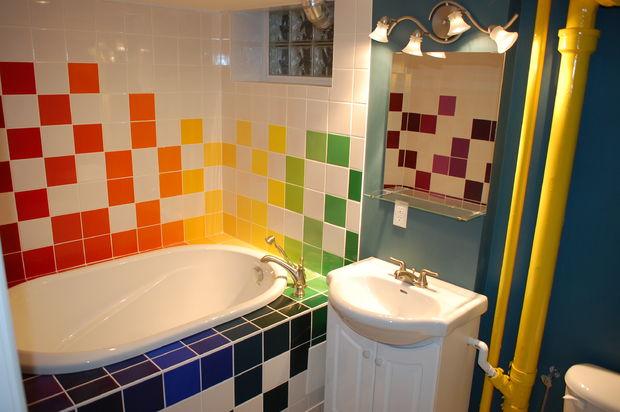 дизайн яркой ванной комнаты