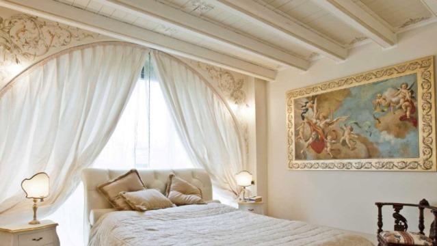 Фрески в интерьере спальни