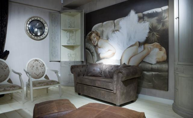 Современная фреска в гостиной