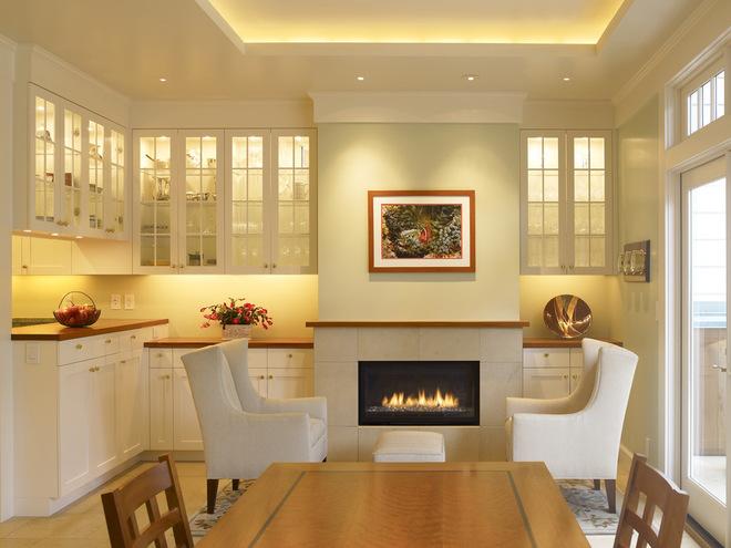 интерьер столовой и кухни в белом цвете