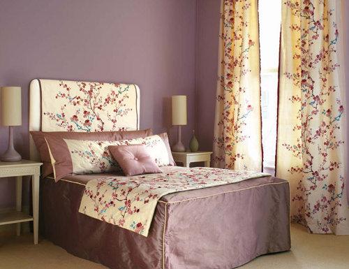 Лиловые оттенки в интерьере спальни
