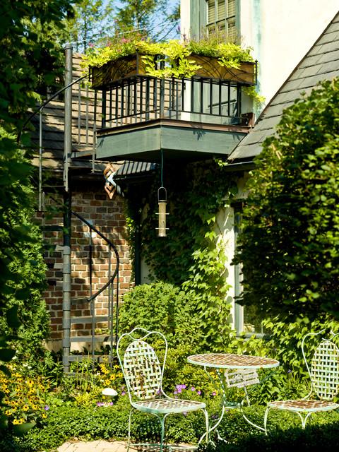 балконные цветы в подвесных горшках