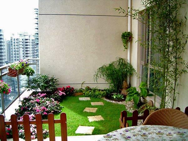 дизайн балкона с уютным садом