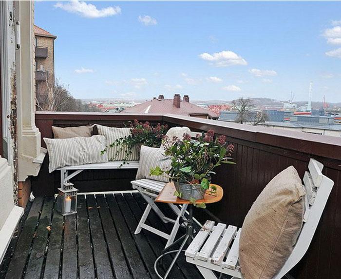 стильный балкон в старинном доме