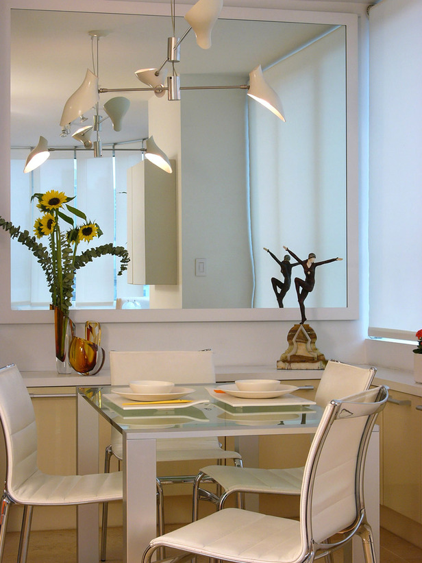 Decorative mirrors dining room