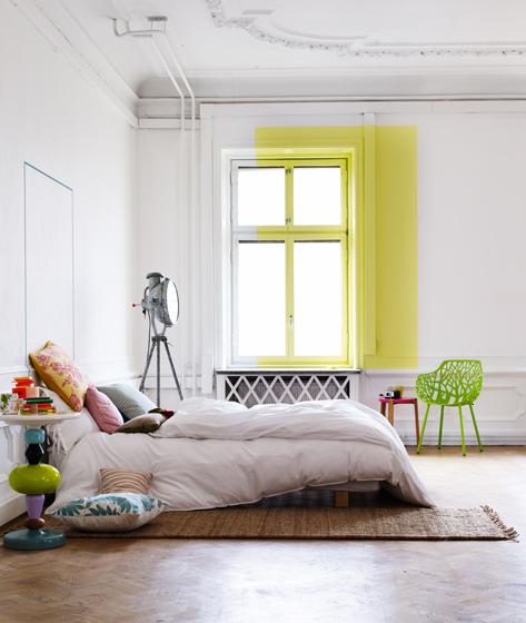 спальня с зеленым акцентом
