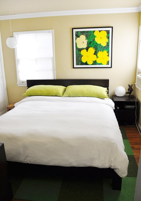 Приятная светлая спальня