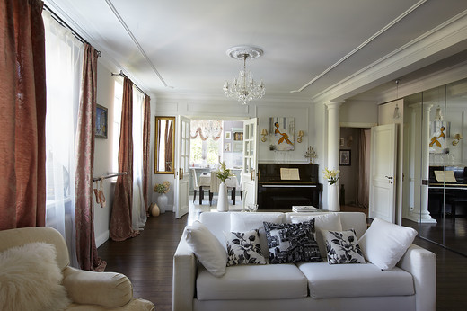 Декор гостиной трехкомнатной квартиры