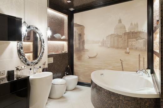 интерьер ванной в четырехкомнатной квартире