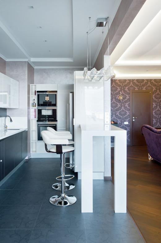 кухня в в четырехкомнатной квартире