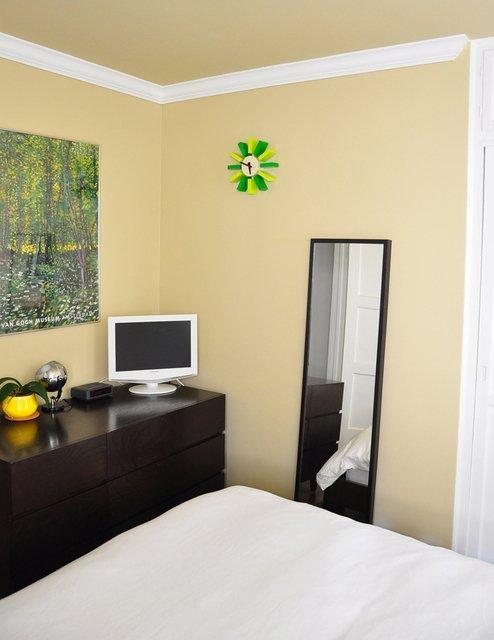 Приятная светлая спальня фото