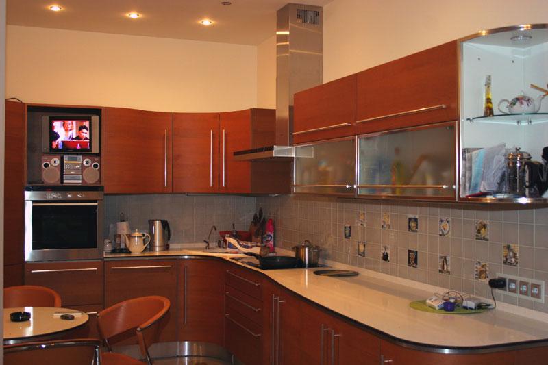 интерьер кухни в 5-ти комнатной квартире