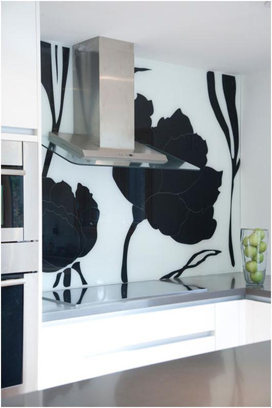 стекло в интерьере кухни