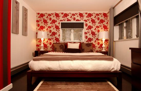 цветные обои в спальной комнате фото 12