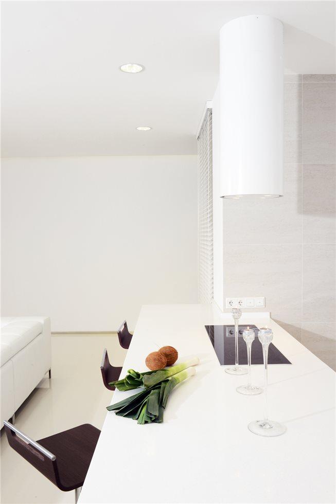 белая квартира фото столовой зоны