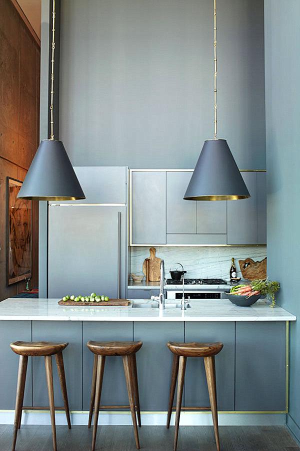Сочетание серого и золотого в интерьере кухн