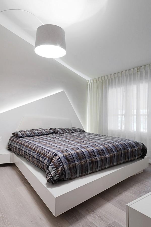 освещение спальни в светлой квартире
