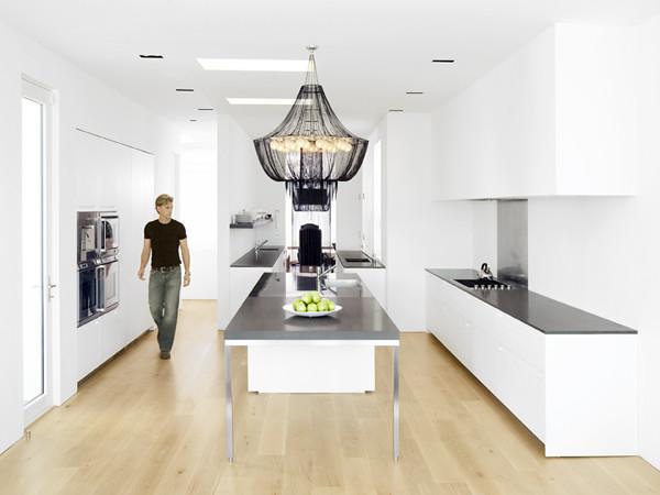 черно белая кухня в минималистическом стиле