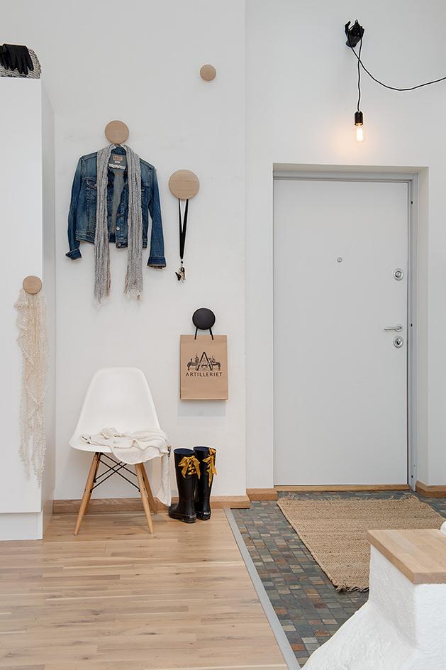 уютная квартира - входная дверь и прихожая