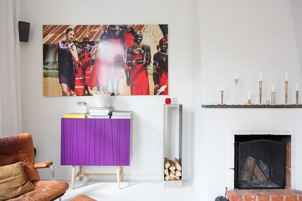 декор стен в гостиной квартиры с эркером