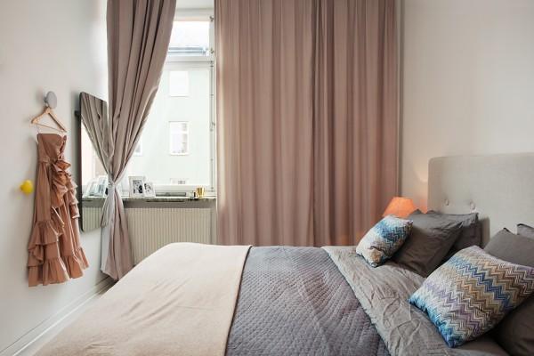 интерьер спальни в квартире с эркером