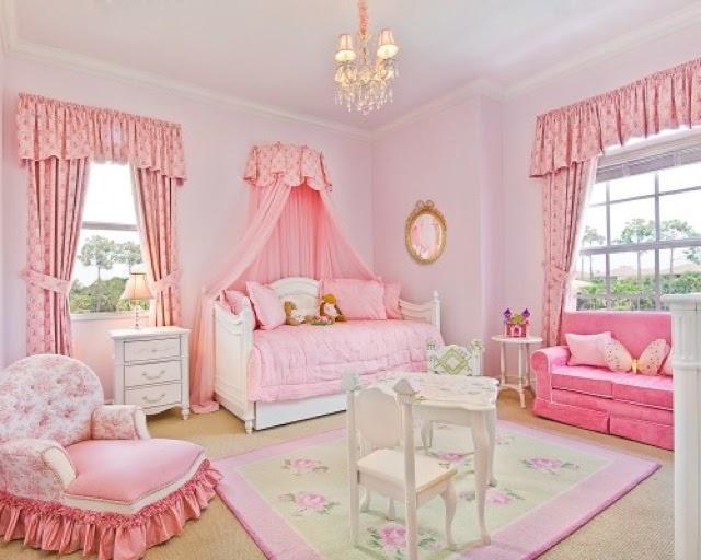кровать с балдахином - спальня принцессы