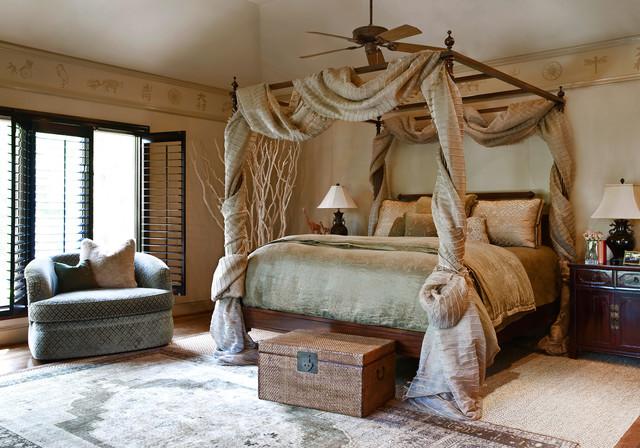 кровать с необычным балдахином