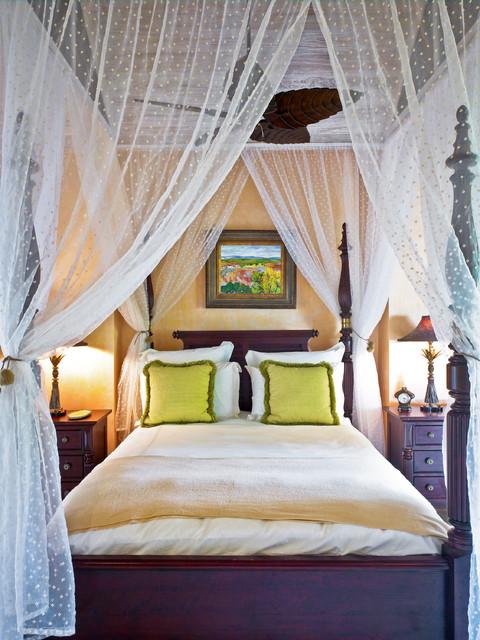 кровать с прозрачным балдахином