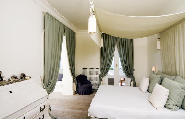 итальянская кровать с балдахином